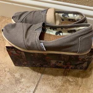 Woman's grey TOMS